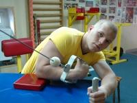 Work your biceps with Tomasz Szewczyk