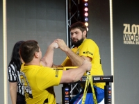 Vitali Laletin shocks Denis Tsyplenkov # Armwrestling # Armpower.net