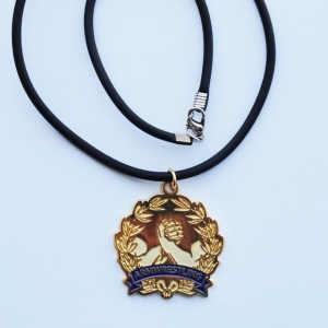 Arms in wreath armwrestling pendant – big.
