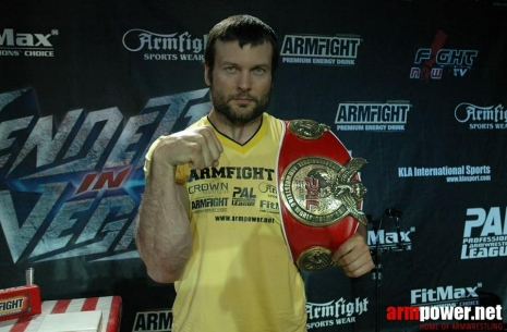 Larratt signed a contract to fight with Tsyplenkov # Armwrestling # Armpower.net