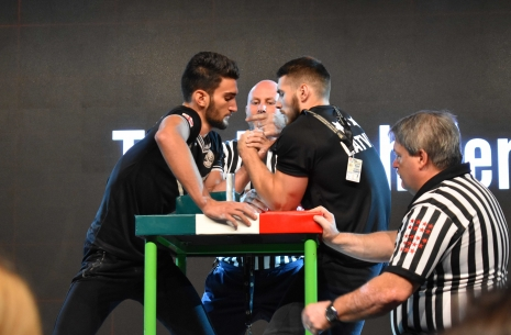 Juniors-18 and 21: left hand review # Armwrestling # Armpower.net