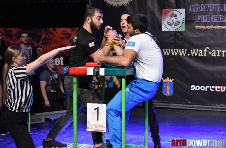 Juniors-18 and 21 right hand highlights # Armwrestling # Armpower.net