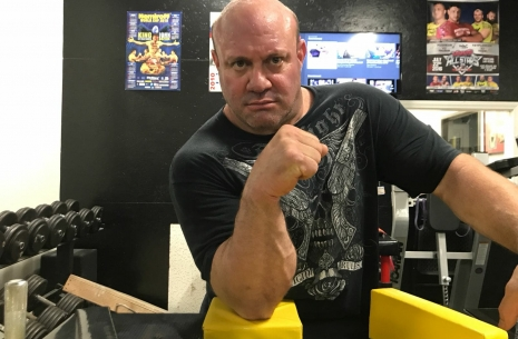 Powerlifting legend in Pro Armwrestling # Armwrestling # Armpower.net