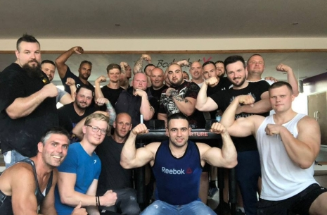 Rustam Babayev conquers the UK # Armwrestling # Armpower.net