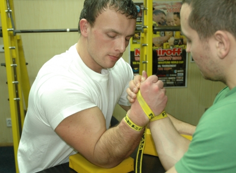 FIGHTING IN STRAPS # Armwrestling # Armpower.net